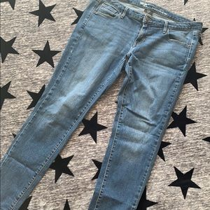 SUPER cute ankle jeans. Perfect condition